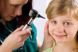 Ostre zapalenie ucha środkowego: postępowanie w gabinecie lekarza rodzinnego czy laryngologa?