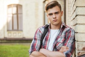 Lekarze powinni wypytywać nastolatki o ich tożsamość płciową?