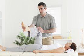 Czy fizjoterapeuta wykonujący zabieg rehabilitacyjny jest zobowiązany każdorazowo do podpisania się pod wykonanym zabiegiem?