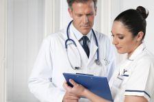 Pielęgniarki mają więcej godzin zajęć niż przyszli lekarze