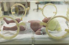 Powikłany poród związany z trwałymi zmianami chemicznymi w mózgu
