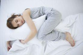 W czasie ciąży lepiej spać na boku niż na plecach
