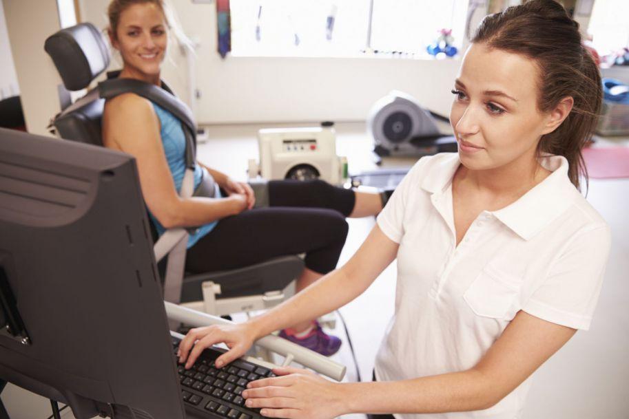 Fizjoterapia ambulatoryjna – co lekarz wiedzieć powinien