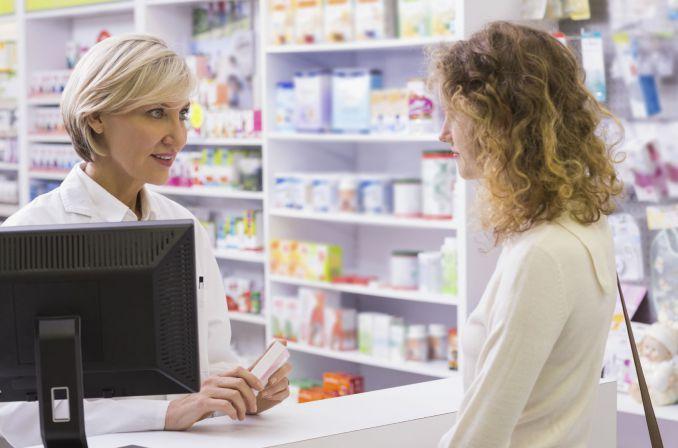 Farmaceuty nie zastąpi ekspedientka w sklepie drogeryjnym