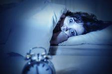 Nieleczona bezsenność nie przechodzi sama – konsekwencje niedosypiania