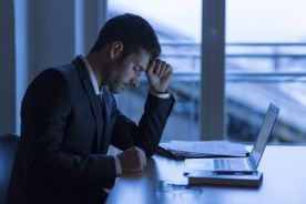 Częste lub długotrwałe choroby mogą być powodem zwolnienia pracownika