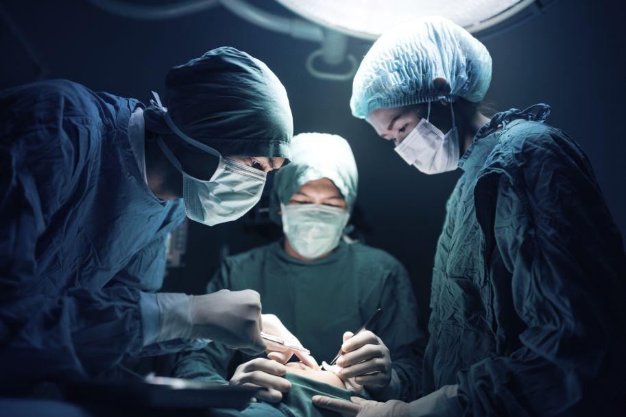 Wczesne i odległe wyniki po przeszczepieniu nerki