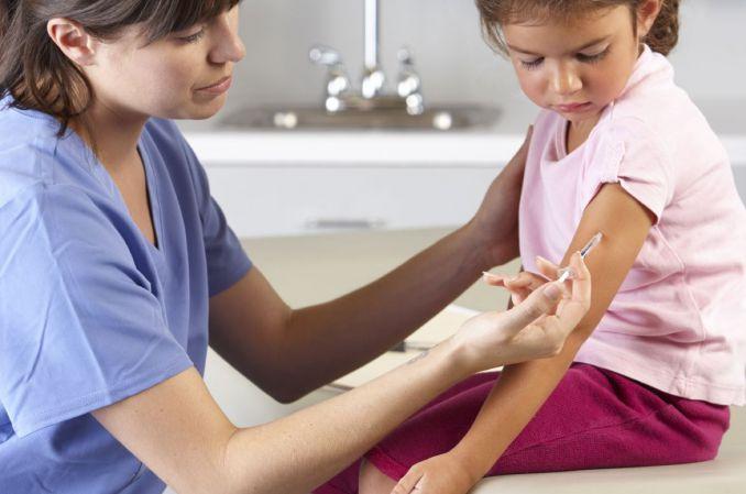 Odpowiedzialność opiekunów za niepoddanie dziecka obowiązkowemu szczepieniu ochronnemu