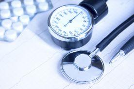 Hiperurykemia u pacjentów z leczonym farmakologicznie nadciśnieniem tętniczym pierwotnym i otyłością