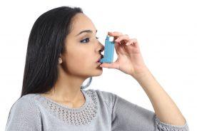 Czy efekt kliniczny wGKS/LABA w jednym inhalatorze jest taki sam, jak wGKS i LABA w dwóch  oddzielnych inhalatorach?