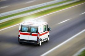 Kobieta zmarła w karetce przed szpitalem. Rzecznik praw pacjenta żąda wyjaśnień