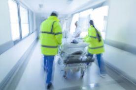 Rekordowo długie kolejki na zabiegi z powodu przeciążenia brytyjskich szpitali