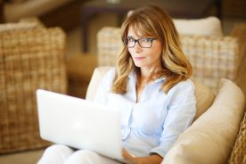 Praca w nocy zwiększa ryzyko raka piersi