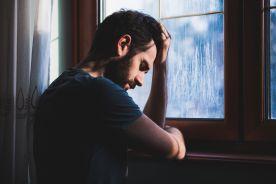 Jaki odsetek osób popełniających samobójstwo stanowią chorzy na schizofrenię?