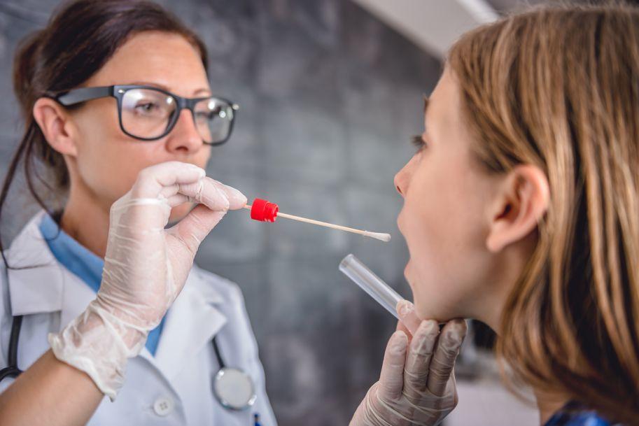 Ostre zapalenie gardła u dzieci i dorosłych: przesłanki diagnostyczne i lecznicze