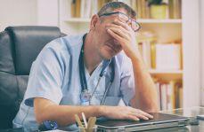 """Lekarze emeryci - """"gdyby ich zabrakło, system by się zawalił"""""""