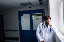 Lekarz: 400 godzin pracy to norma, ale nie chodzi o pieniądze