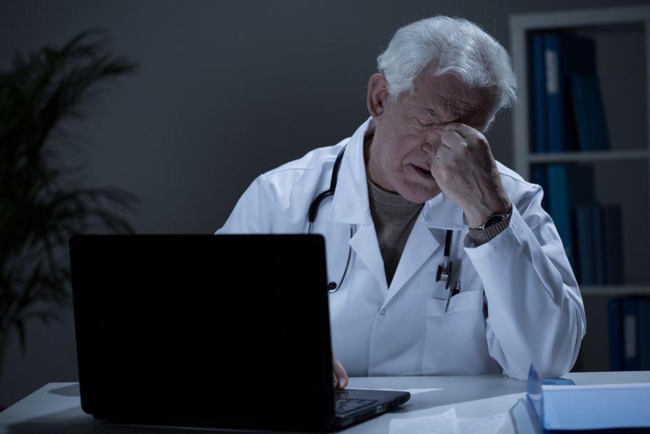 Czy pracując jako lekarze, rzeczywiście skracamy sobie życie?