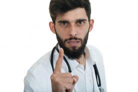 Bezwzględne więzienie za atak na lekarza