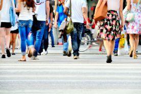 Polacy bez maseczek na ulicach, ale wciąż bardzo dużo nowych zachorowań