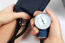 Zmniejszenie ciśnienia tętniczego po zastosowaniu leków niebędących klasycznymi preparatami przeciwnadciśnieniowymi