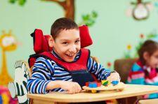 Niepełnosprawne dzieci skazane na siedzenie w brudnych pampersach