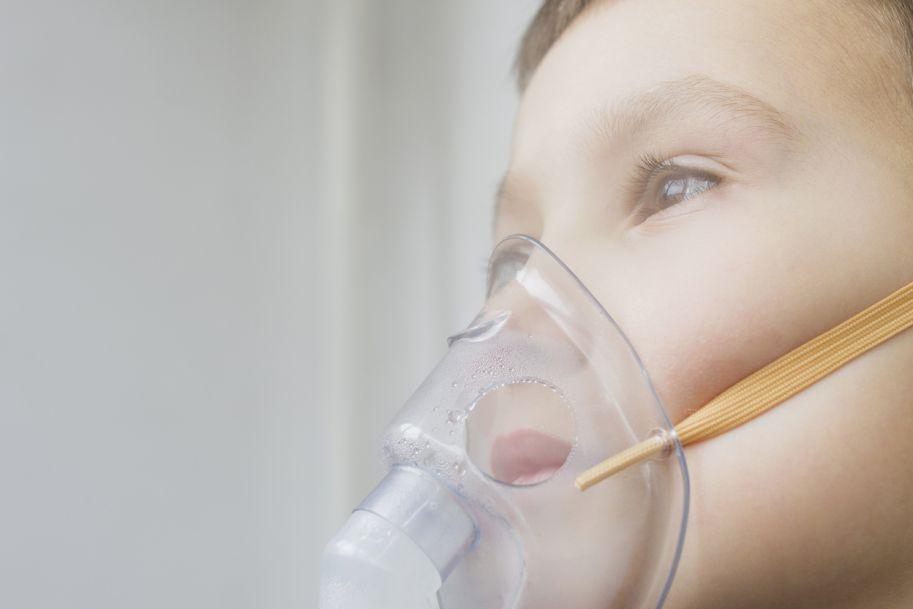 Świszczące dziecko: obturacyjne zapalenie oskrzeli i ostre zapalenie oskrzelików – opcje leczenia