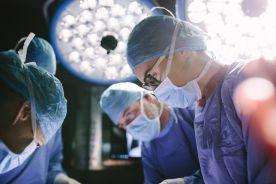 Pacjentka nadziewała oliwki w czasie operacji