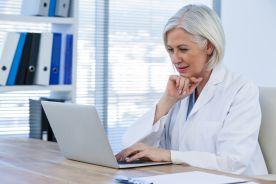 Starsi lekarze nie mają problemu z wystawianiem e-recept