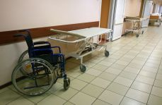 Lekarz zwolniony po tragicznej śmierci osiemdziesięciolatka