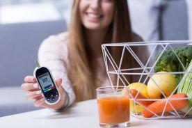 Czy w niefarmakologicznym leczeniu cukrzycy nadal polecane są diety o sztywnej proporcji składników odżywczych i jakie są kluczowe elementy postępowania w tym zakresie u chorych na cukrzycę?