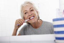 Naturalne wybielanie zębów sprzyja rozwojowi raka?