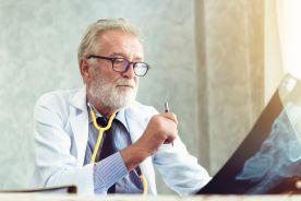 Katastrofa demograficzna: co czwarty lekarz powinien być już na emeryturze