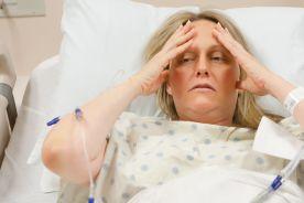 Mydelniczka, opakowanie po tamponach – rodziny chorych przemycają amantadynę do szpitali