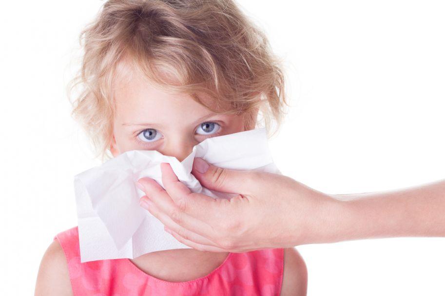 Kiedy katar u dziecka wymaga leczenia alergologicznego? Rozpoznawanie i leczenie alergicznego nieżytu nosa u dzieci