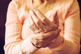 Choroba zwyrodnieniowa stawów rąk – standardy 2018. Czy powinniśmy stosować leki z grupy SYSADOA?