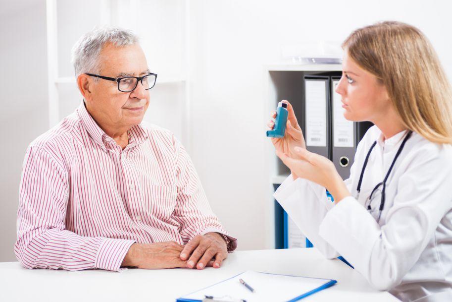 Czy lekarz rodzinny może rozpoznawać i leczyć astmę?