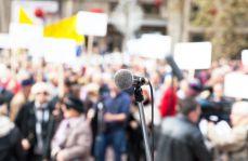 """Protest medyków na ulicach Warszawy: """"pozwólcie leczyć pacjentów lepiej!"""""""