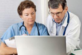 Hejterskie ataki na lekarzy - jak się bronić?