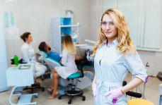 Dentysta – lekarz czy magister?