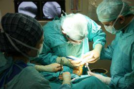 Klasyczna versus laparoskopowa resekcja guzów GIST