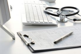 """NFZ drastycznie obniża stawki za leczenie Covid-19. Szpitale: """"to bandyterka!"""""""