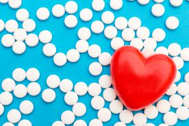 Pomiędzy prewencją pierwotną i wtórną – kiedy stosować kwas acetylosalicylowy w codziennej praktyce klinicznej?