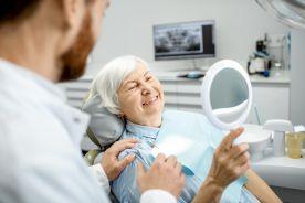 Senior u stomatologa