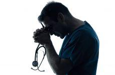 Lekarz (nie)zdolny do pracy: diagnoza lekarska może zdyskredytować i uśmiercić zawodowo