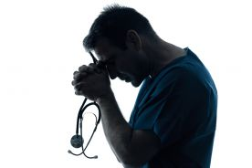 Niemiecki lekarz aresztowany za krytyczne podejście do epidemii