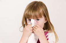 Jak skutecznie leczyć alergiczny nieżyt nosa u dzieci?