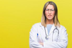 """Rząd """"podziękował"""" lekarzom i pielęgniarkom za pracę w czasie epidemii – dodatkowe wypłaty dla nielicznych"""