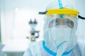 Brytyjscy naczelni lekarze zalecają powrót do czwartego poziomu zagrożenia wirusem