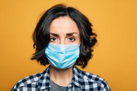 Jednorazowe maski chirurgiczne najmniej utrudniają mówienie